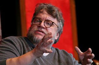 Guillermo del Toro explota contra cerveza por usar su imagen
