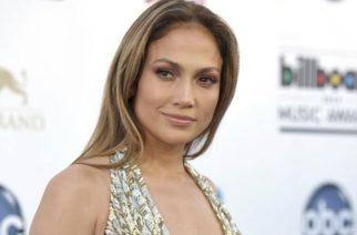 Jennifer López no se tapa, abrió demás las piernas