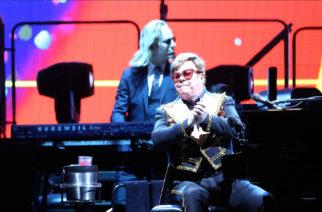 (Video)Elton John insulta a  guardias de seguridad de su concierto por intentar echar a una mujer del público