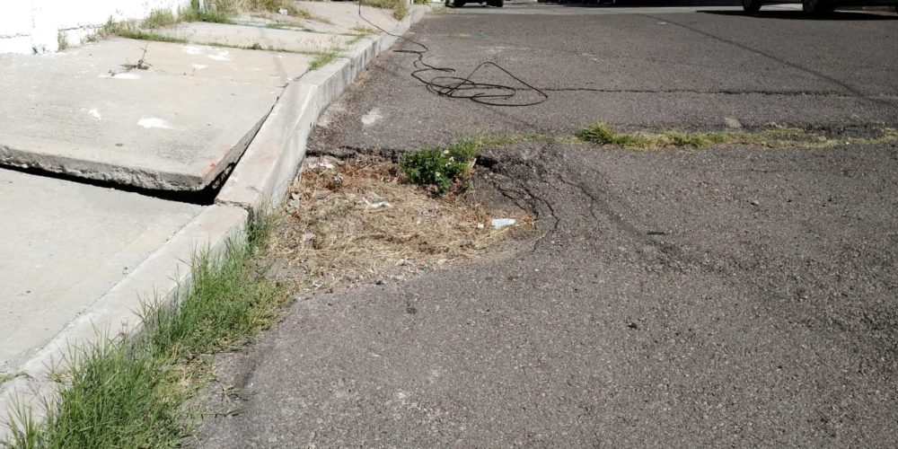 Piden que reparen las calles del fraccionamiento Bonagens