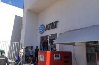 Sujetos armados asaltan AT&T en pleno centro de Aguascalientes