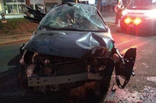 Sujeto choca y vuelca su vehículo en Aguascalientes
