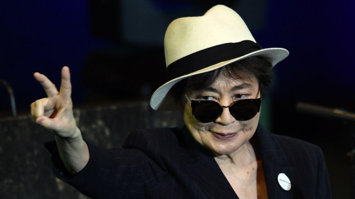 Hospitalizan a Yoko Ono en NY