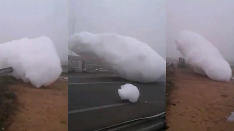 Nubes de espuma caen del cielo en Marruecos VIDEO