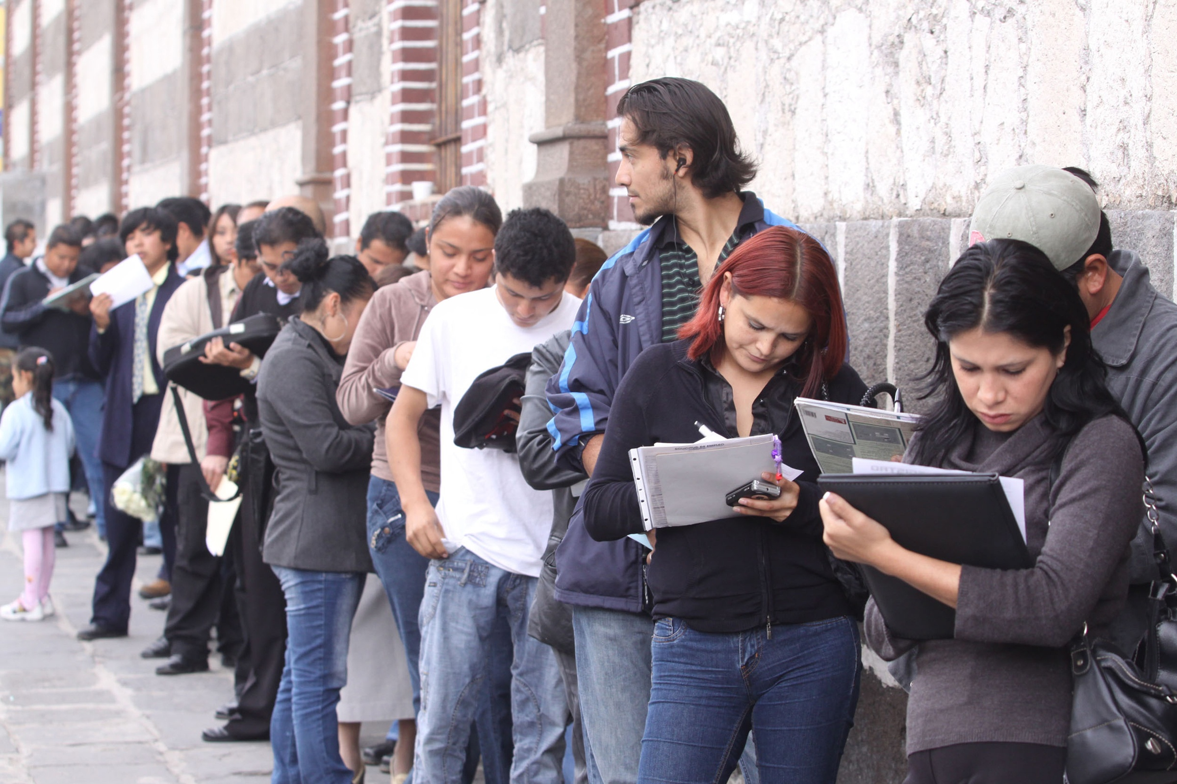 PUE00907140. Inicia la Tercera Feria del Empleo 2010 con la participación de 86 empresas que ofrecen mil 500 vacantes, en la explanada de la Casa de la Juventud de la ciudad de Puebla.  NOTIMEX/FOTO/CARLOS PACHECO/CPP/HUM/