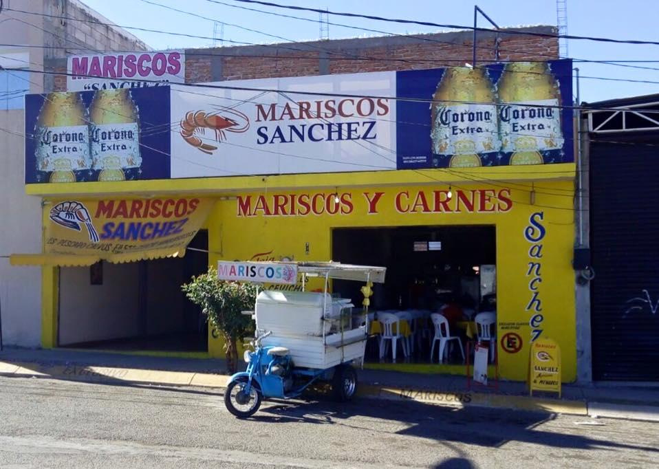 Saquean local de venta de mariscos en la salida a SLP