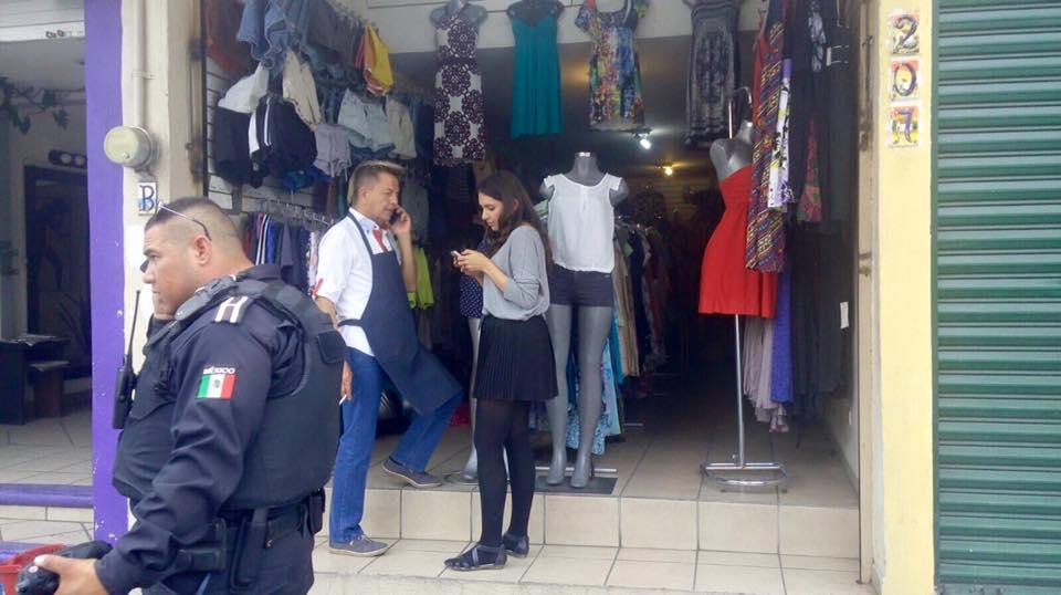 Empistolado asalta tienda de ropa en Casa Blanca