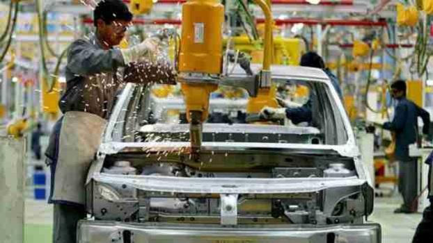 Crece el sector manufacturero, pero a costa de los salarios: INEGI