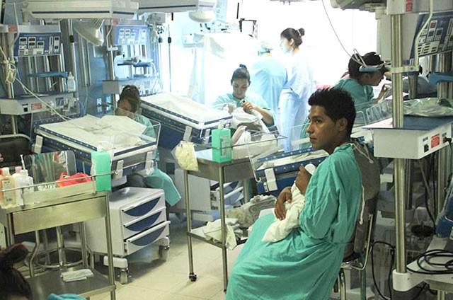 Cambian recién nacidos a padres de familia en clínica del IMSS en Ags