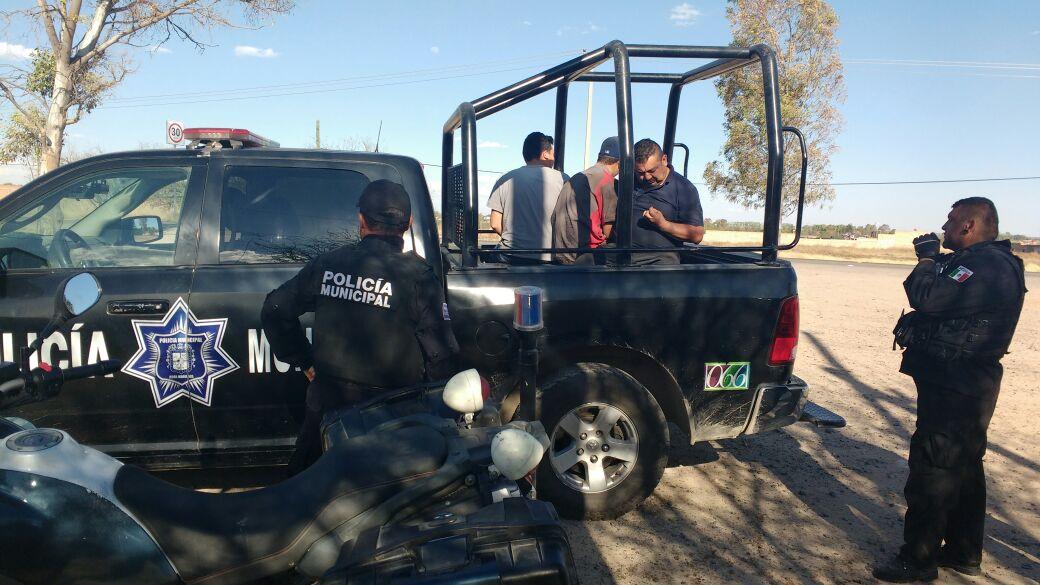 Detiene la Policía Estatal a 3 sujetos con costales de laurel en Calvillo