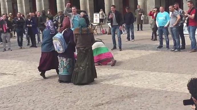 VIDEO: Seguidores del PSV humillan a mujeres en España