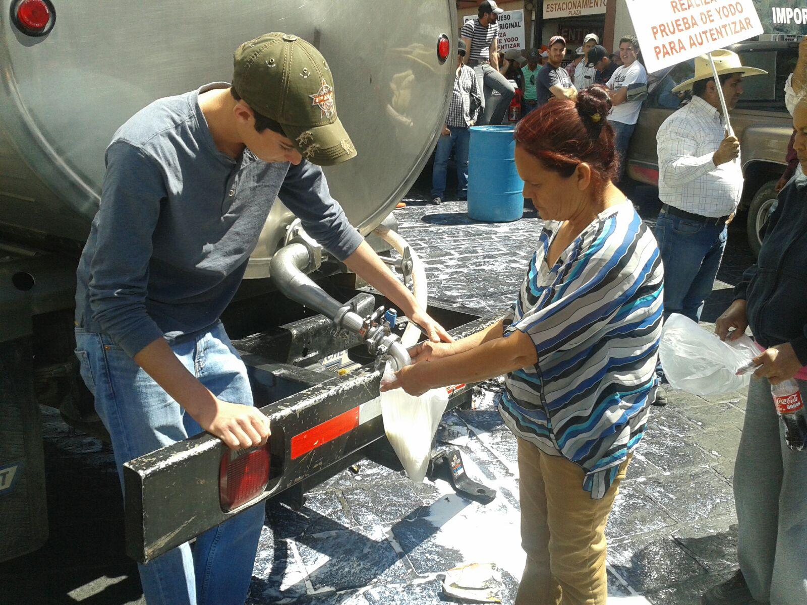 Invitó la PROFECO a lecheros a poner denuncia penal por fraude
