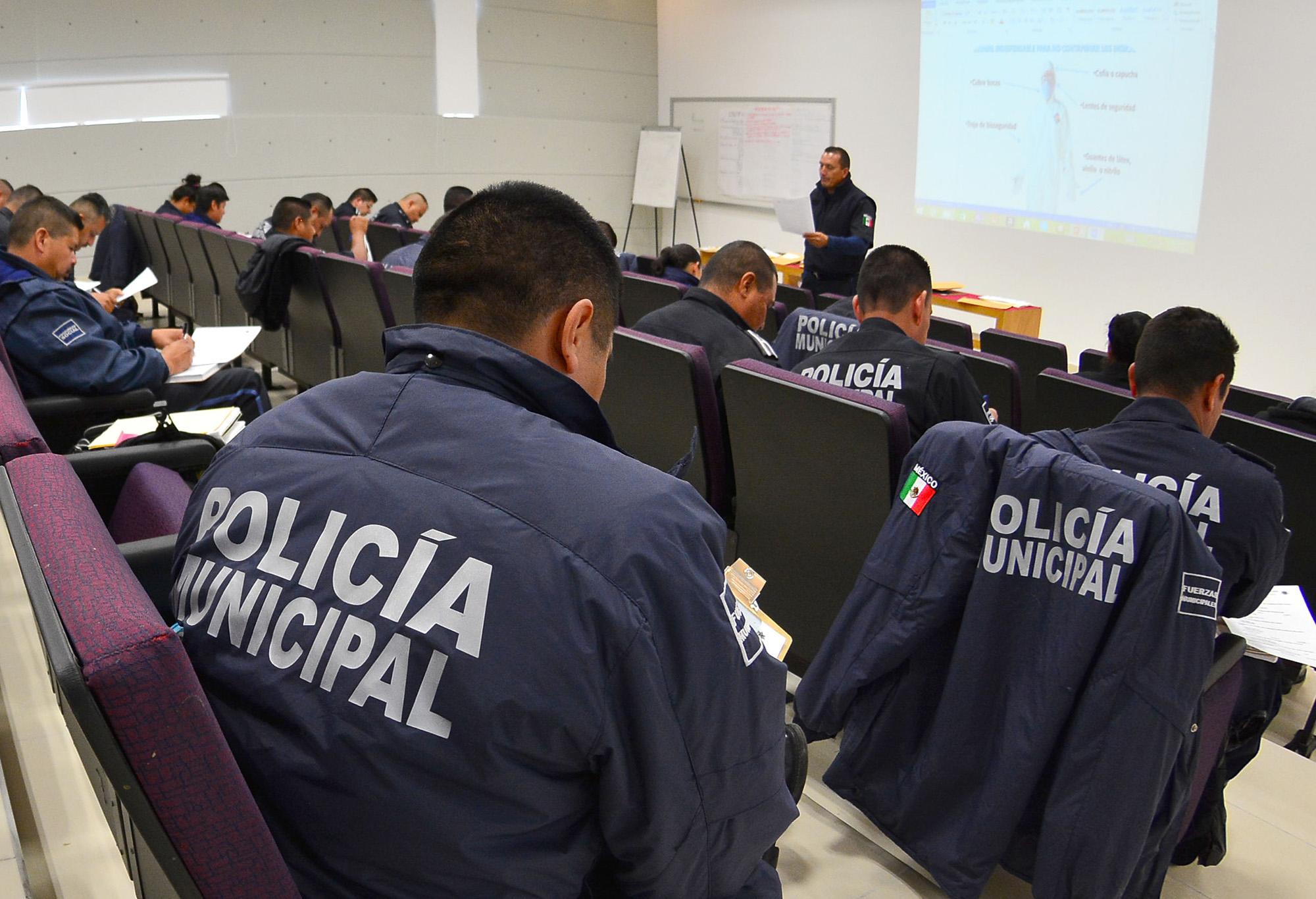 Capacitan a policías municipales de Ags. en juicios orales