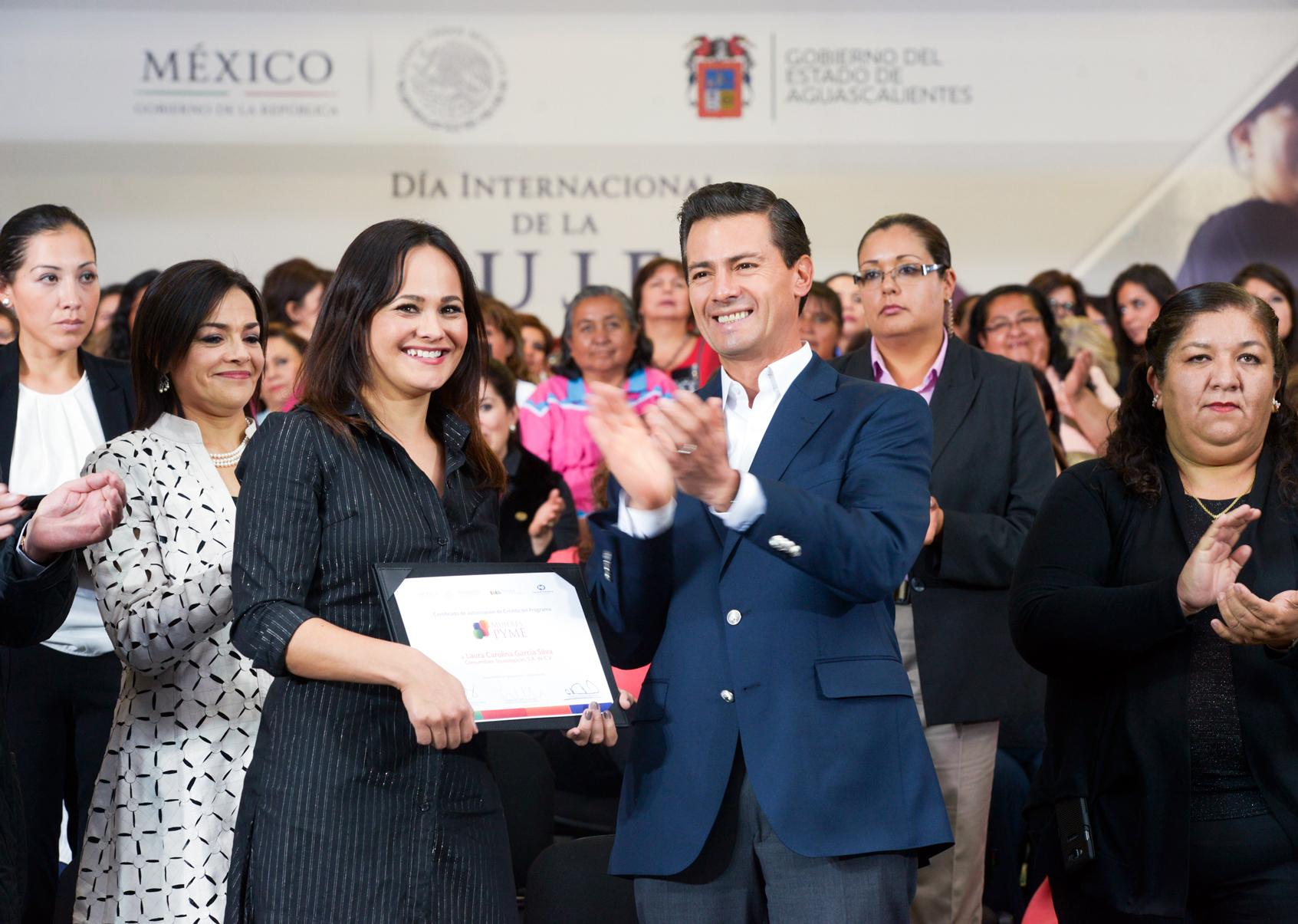 Dejan con la mano estirada a EPN en Aguascalientes