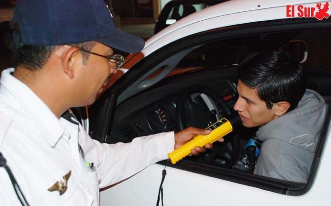 28 automovilistas recibieron el año tras las rejas por caer en el Alcoholímetro