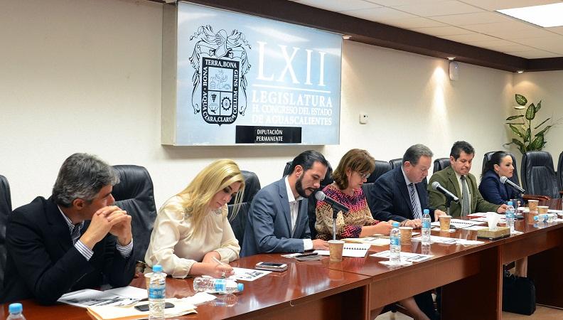 Diputados locales atenderán necesidades jurídicas del gremio taxista de Ags.