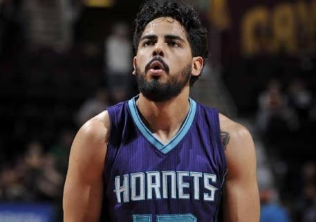 Jorge Gutiérrez recibe una segunda oportunidad con los Hornets