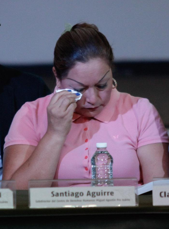 MÉXICO, D.F., 02JULIO2015.- Clara Gómez González principal testigo en el caso de las ejecuciones extrajudiciales del 30 de junio de 2014 en Tlatlaya, Estado de México, en conferencia de prensa en el Centro Miguel Agustín Pro de Derechos Humanos, mencionó que se siente preocupada por su seguridad y exigió a las autoridades que cumplan las medidas que garanticen su seguridad. FOTO: SAUL LÓPEZ /CUARTOSCURO.COM