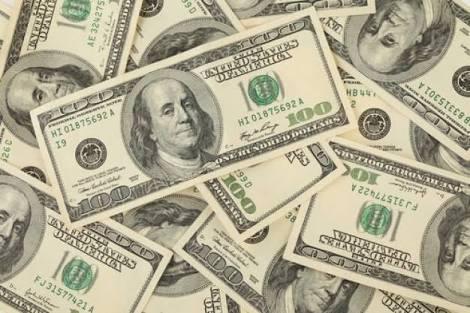 Dólar baja de los 18 pesos