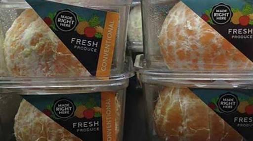 Supermercado vende naranjas peladas y desata la polémica