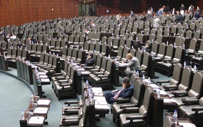 MEXICO, D.F., 13OCTUBRE2005.- Con poca ausencia de los diputados federales de las diferentes fraciones políticas, se realizó la sesión ordinaria de la Cámara de Diputados.  FOTO: Moisés Pablo/CUARTOSCURO.COM
