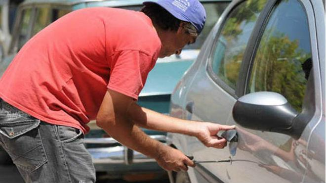 Capturan a ladrón de autos en Los Laureles