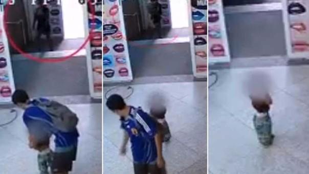 Pareja abandona a su hijo en centro comercial VIDEO