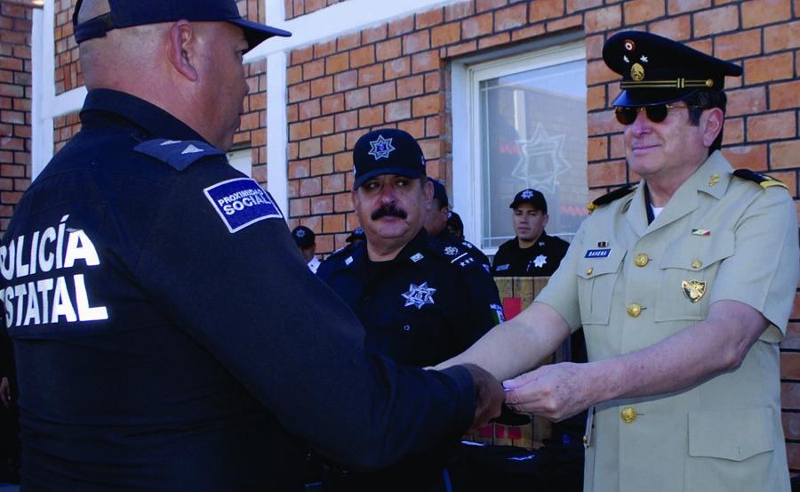 Entregan nuevos uniformes a policías estatales