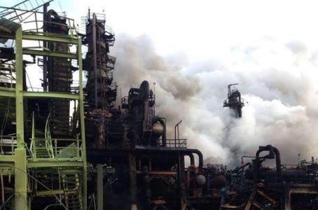 Ya suman 24 muertos tras explosión en planta de Pemex
