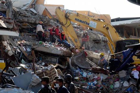 Aumentan los muertos tras sismo en Ecuador