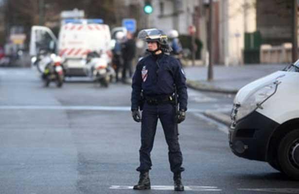 Dos muertos y un herido grave por disparos frente a un colegio en Francia