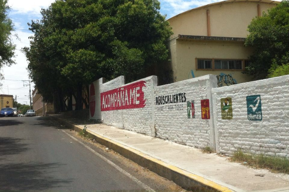 Pintan bardas de Normal Rural en Aguascalientes con propaganda electoral