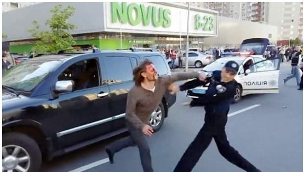 Excampeón olímpico se pelea con 7 policías. VIDEO