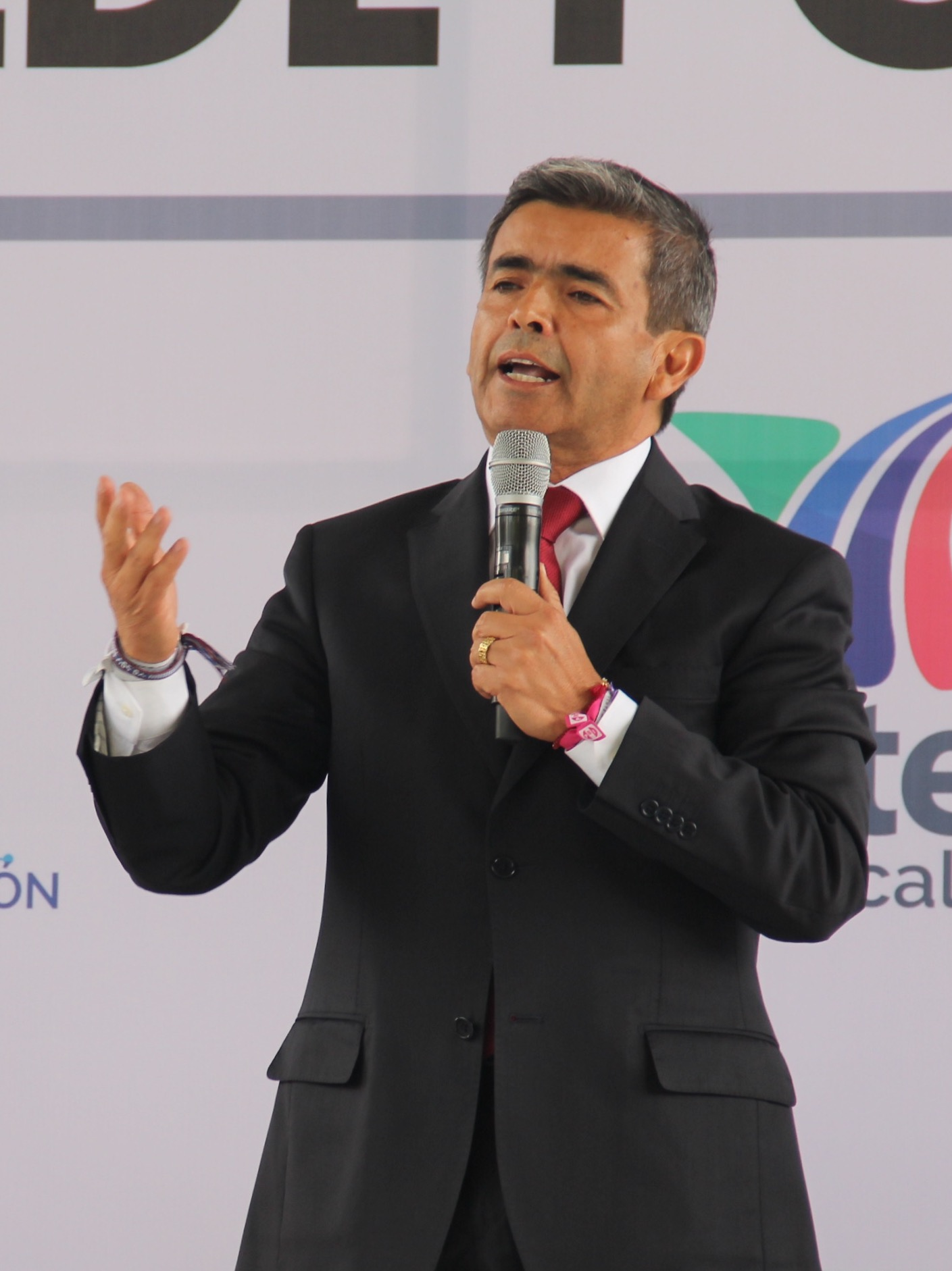 Triunfa en el debate de candidatos a la alcaldía, el Dr. Ríos Alba