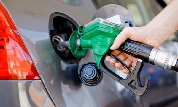Gasolinas bajarán otros 2 centavos este martes