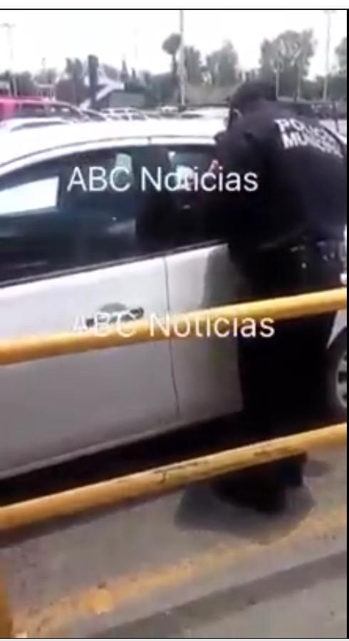Dejó encerrados a sus hijos en el carro para ir a comprar el regalo del 10 de Mayo en Villasunción