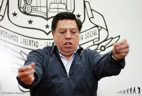 Trasladan a ex gobernador de Michoacán a penal de Morelia