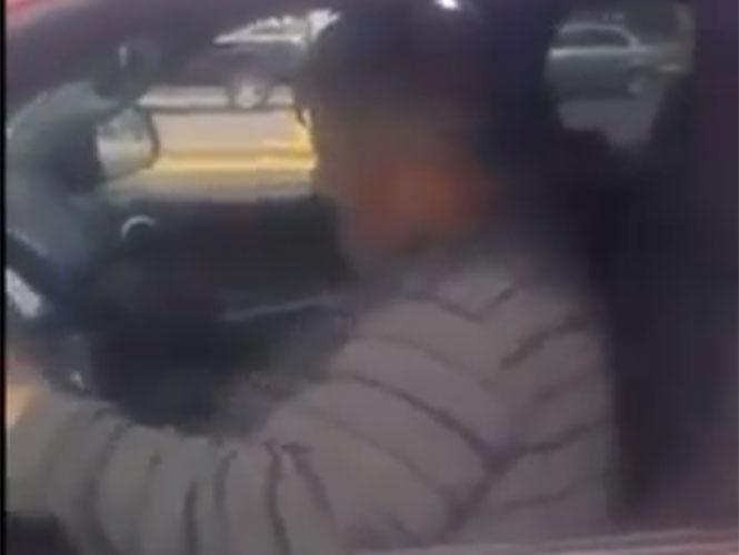 """VIDEO: Exhiben a """"limosnero"""" en camioneta de lujo"""
