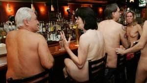 Causa furor restaurante nudista en Londres