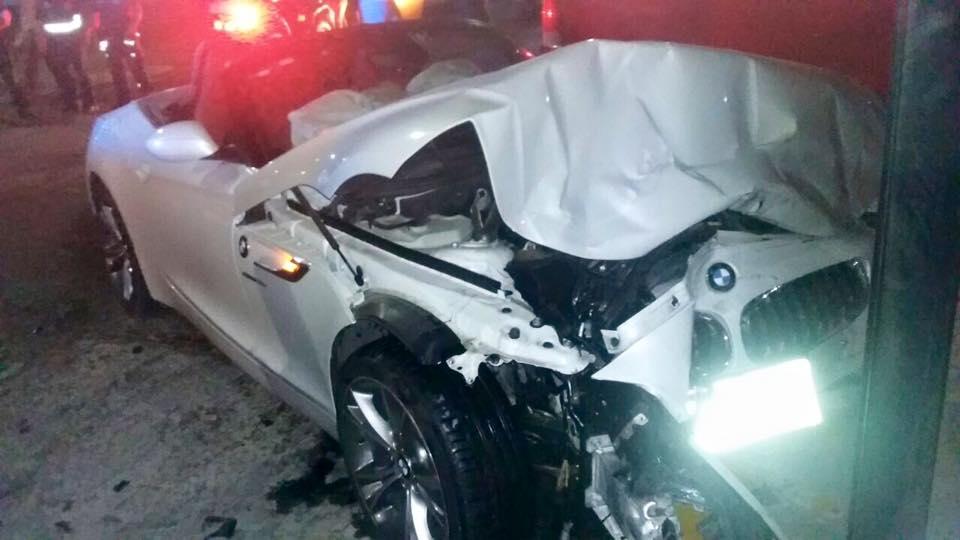 Destrozó su flamante BMW por pasarse un alto en la FNSM