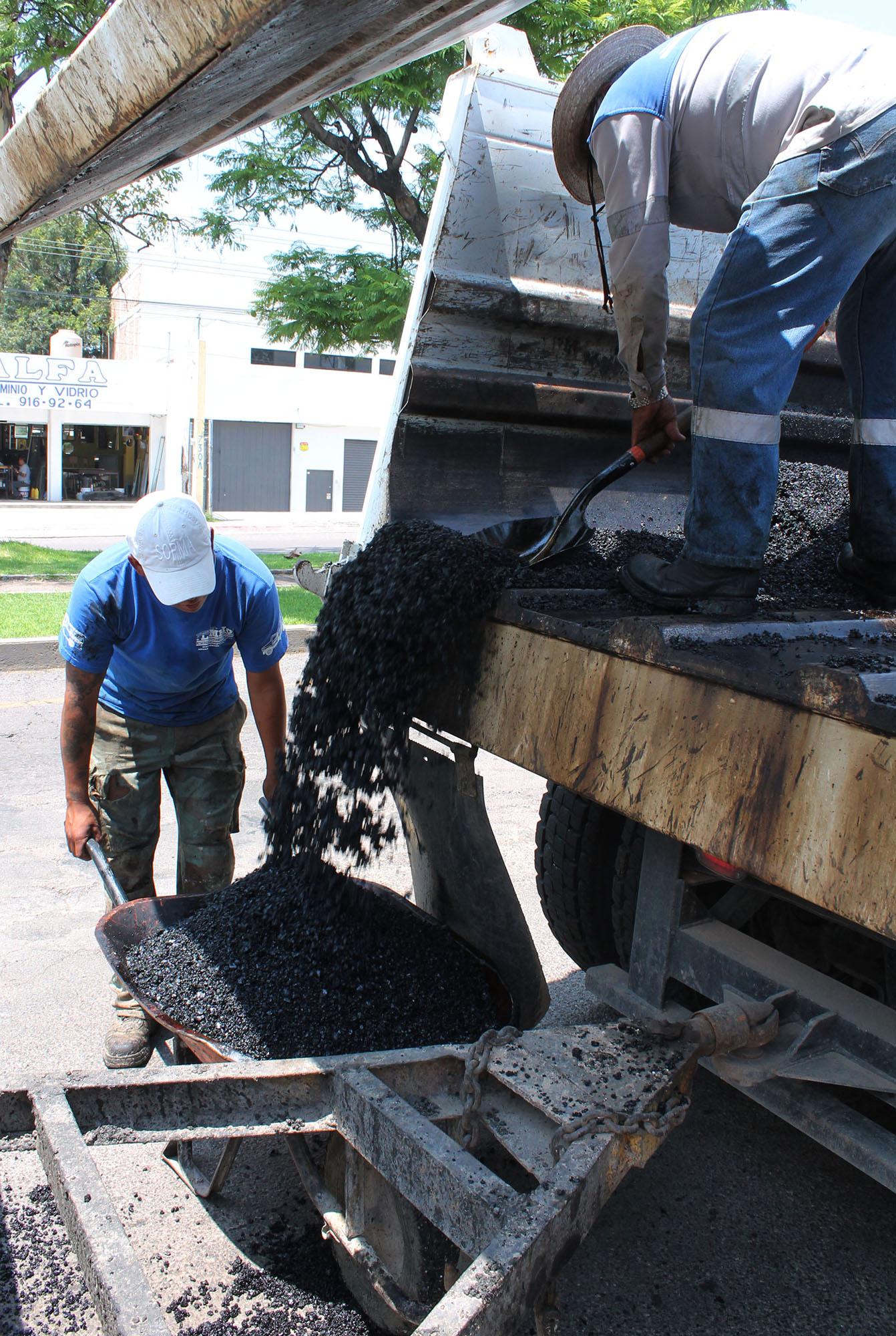 Aparecen baches en vialidades rehabilitadas en pasada administración municipal
