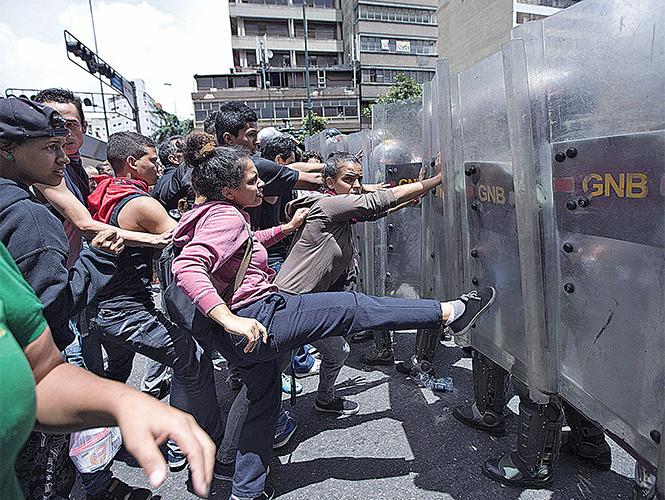 Gobierno reprime protesta por hambre en Venezuela