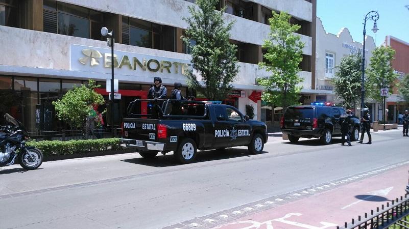 Luego de que cada semana hay asaltos ahora la Policía Estatal cuida los bancos