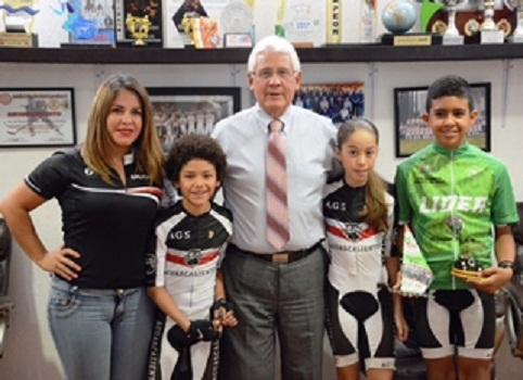Felicita el IDEA a niños ciclistas que participaron en torneo internacional en Colombia