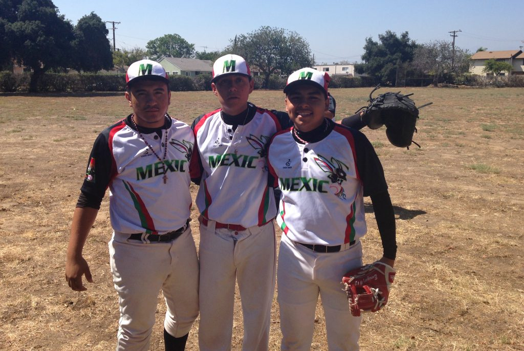 Equipo infantil y juvenil de béisbol de Aguascalientes es abandonado en Los Ángeles