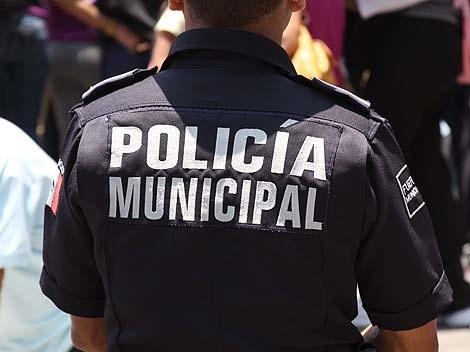 Detienen a policía municipal que robó maletín con un millón de pesos