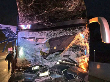 Pasajeros de autobús con destino a Aguascalientes sufren accidente en Lagos; hay varios graves