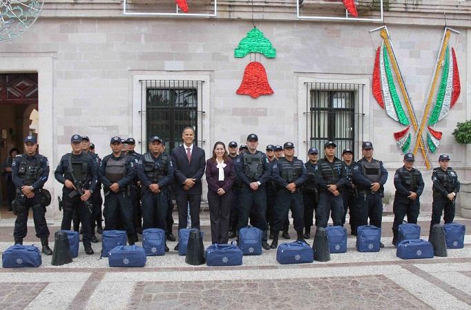 Entrega el gobierno de Jesús María mayor equipamiento a policías municipales