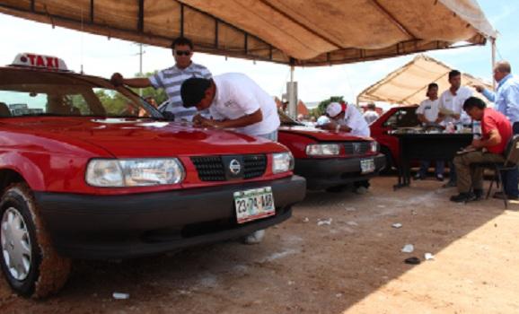 Sacan de circulación a taxis que sobrepasaban la norma en Ags.