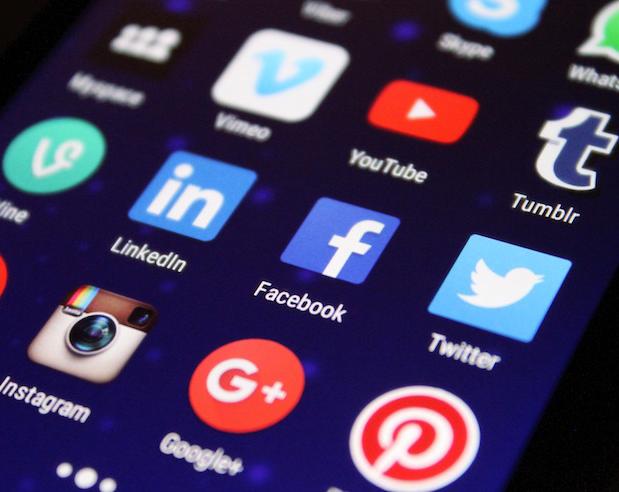 Redes sociales y medios de comunicación sí influyen en el suicidio